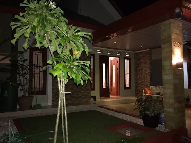 3 bedrooms House For Rent - Mataram - Condomínio