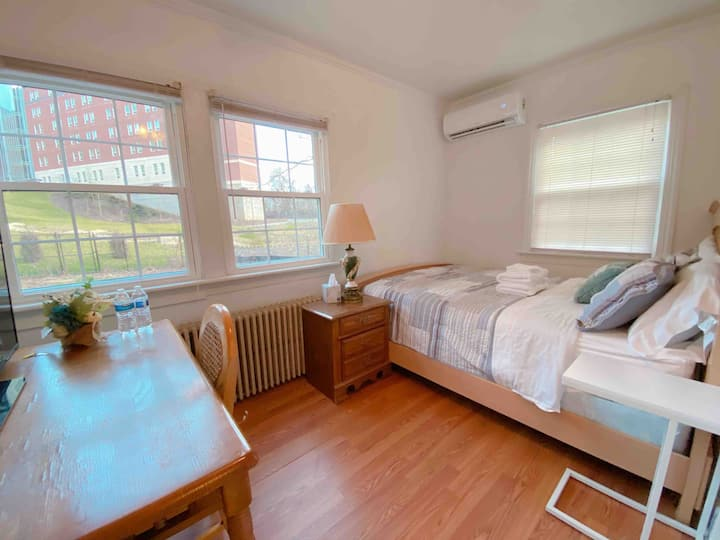 Comfy 2BR Guest Suite - 3 Min Walk to UVa