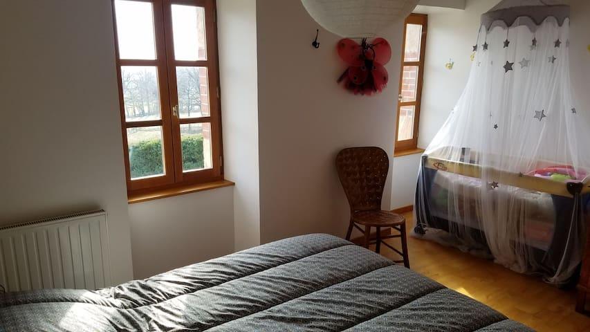 Chambre Django avec lit double et lit bébé