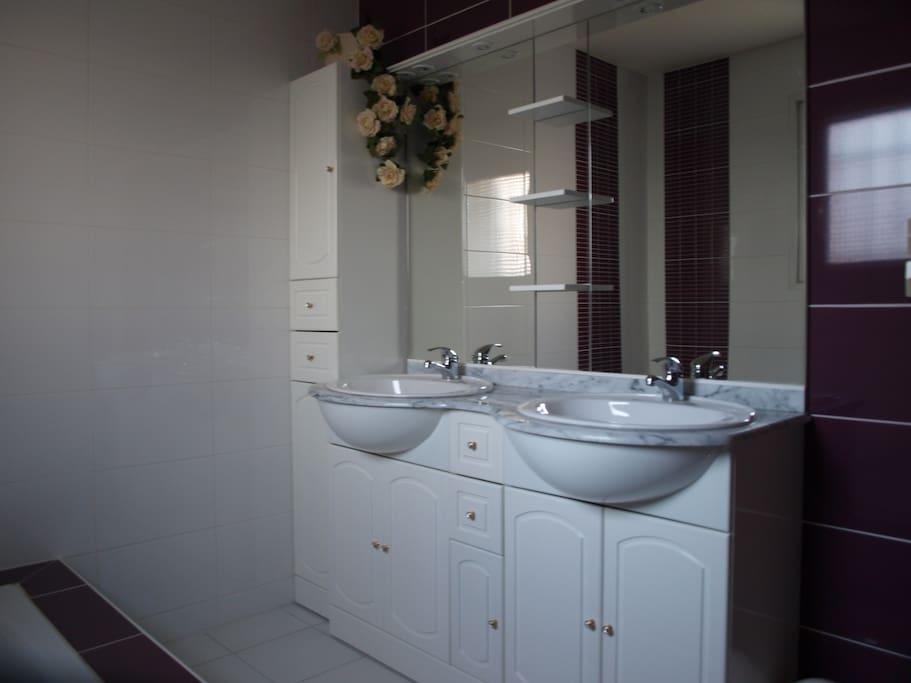 salle de bains visiteurs