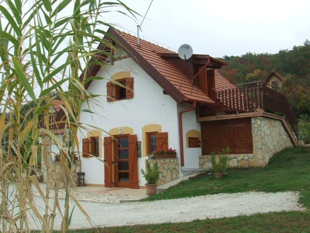 Cottage close to Lake Balaton - Szentantalfa
