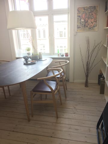 Apartment close to central station with balcony