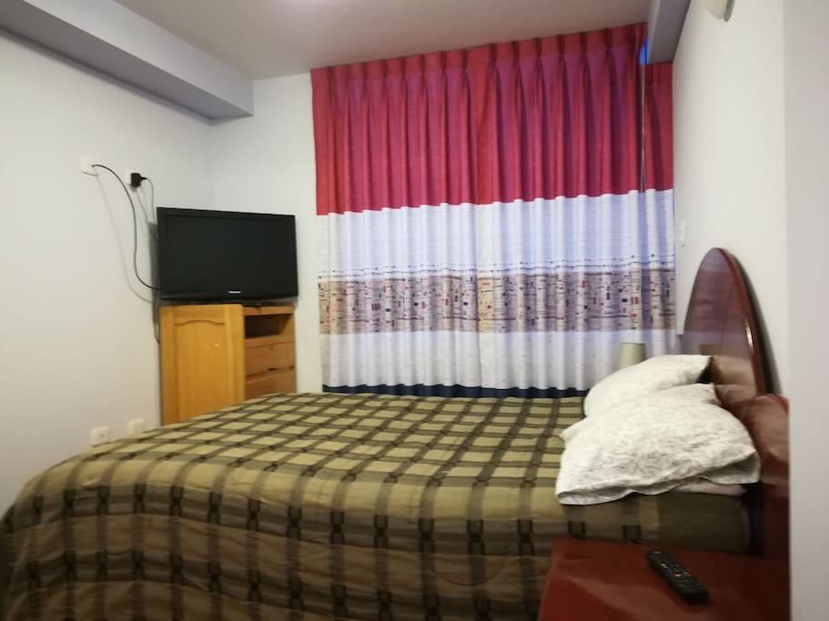 Room quite spacious bed 2 plazas natural lighting parqueton floor.