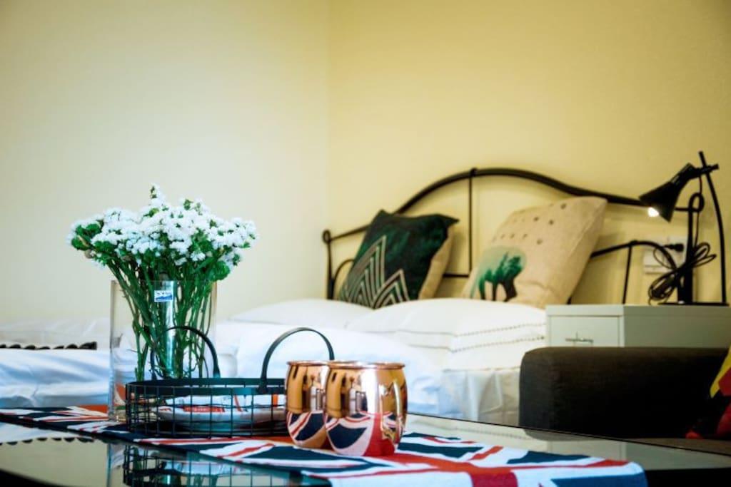 阿维农小镇主题公寓-房间01