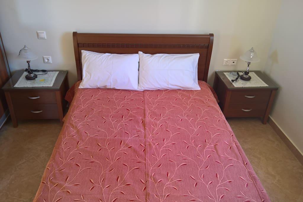 Κρεβατοκάμαρα-διπλό κρεβάτι