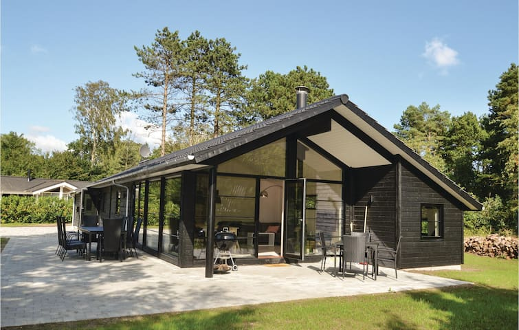 Holiday cottage with 4 bedrooms on 119m² in Væggerløse