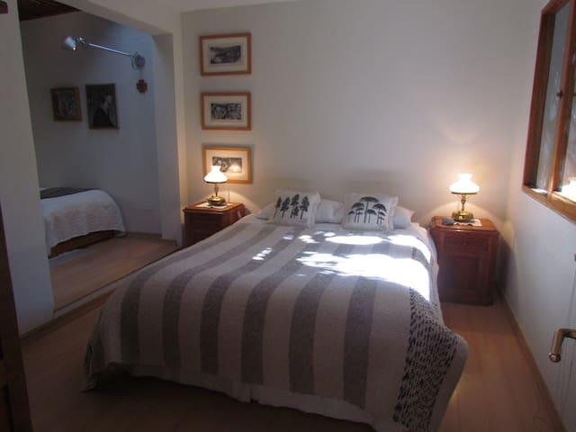 Amplia habitación en casa familiar - Vitacura - Casa