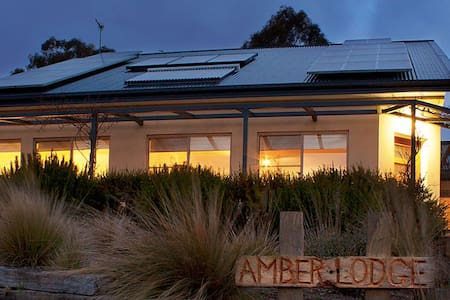 Amber Lodge Armidale - Armidale  - House