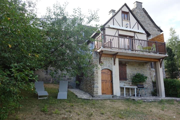 Quiet little house close to Conques