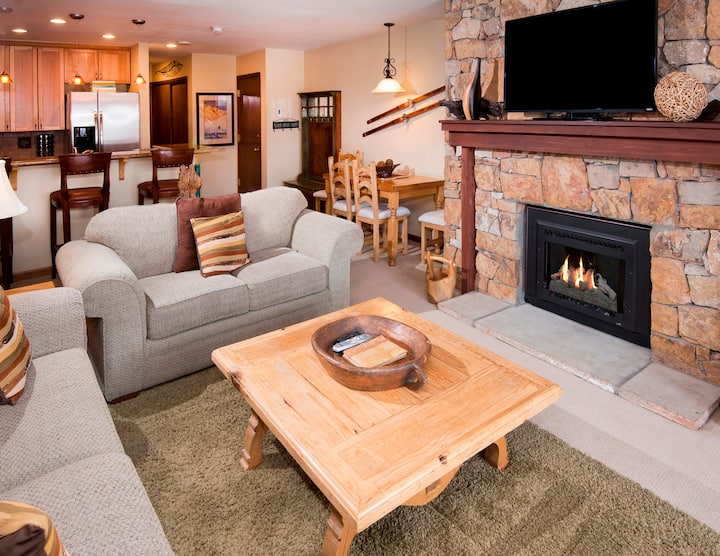 Spacious 1Br Condo - Across from Gondola + Beaver Creek View
