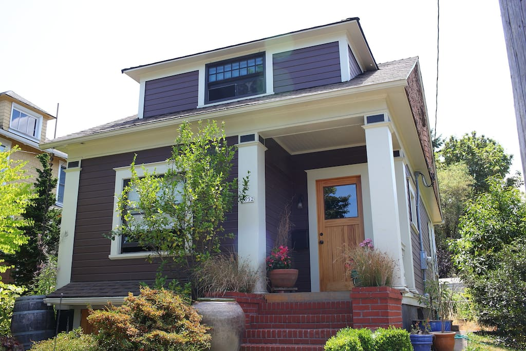 Your own private house close-in with convenient parking and everything you need for a quintessential Portland experience!