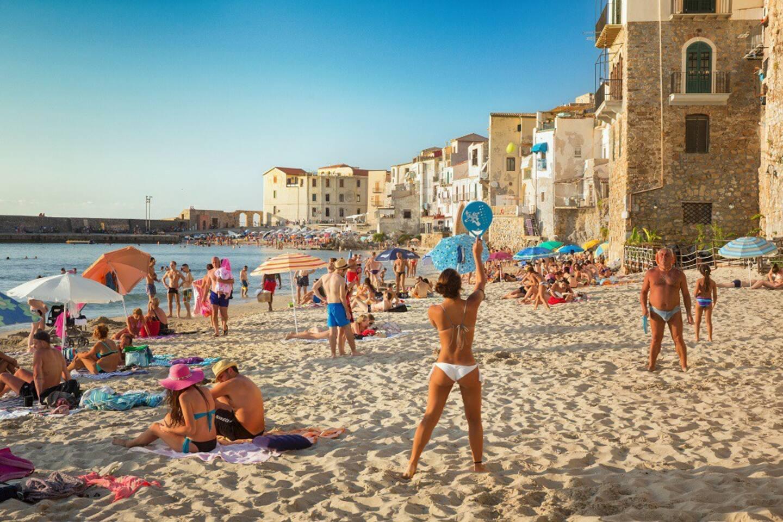 Spiaggia lungomare di Cefalù