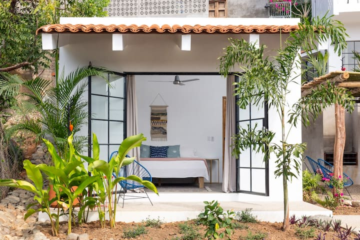 Tropical Casita in Paradise - Aire @ Casa Calavera