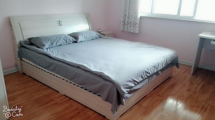 古城周边,来我家吧,双人大床。