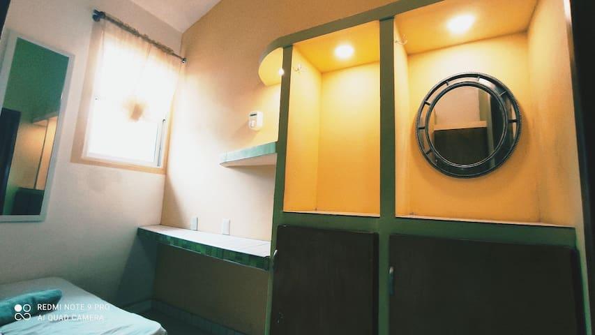 Habitacion #1 escritorio y armarios