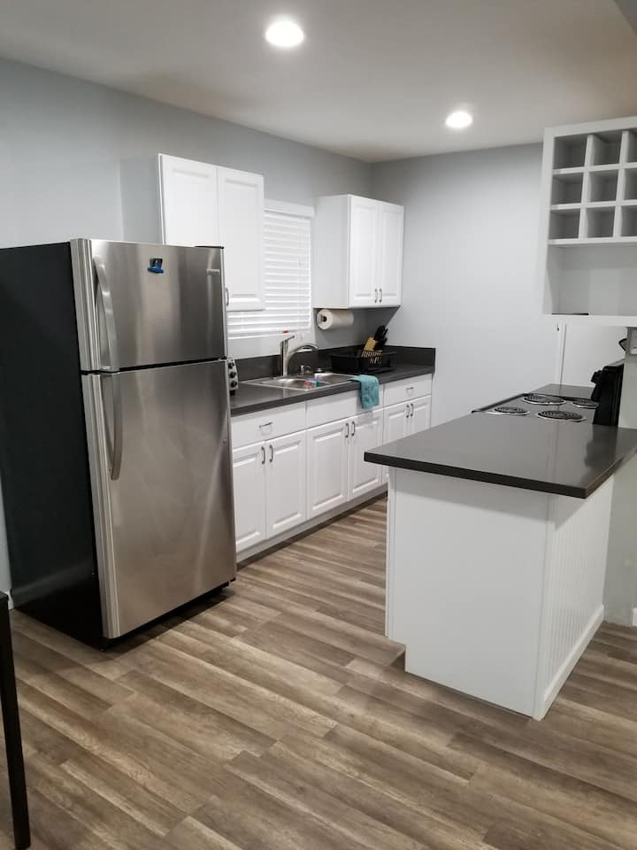 1 bedroom front unit house in Torrance/Los Angeles