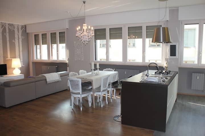 Bilocale con soggiorno living in modern style
