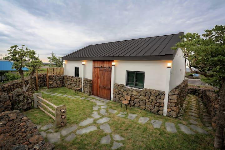 """석양이 아름다운 제주 서쪽의 낭만 - 구름비낭 """"폴리"""" - Hangyeong-myeon, Jeju-si - House"""