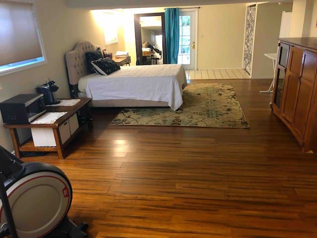 Large 2 Room Private Space & Access