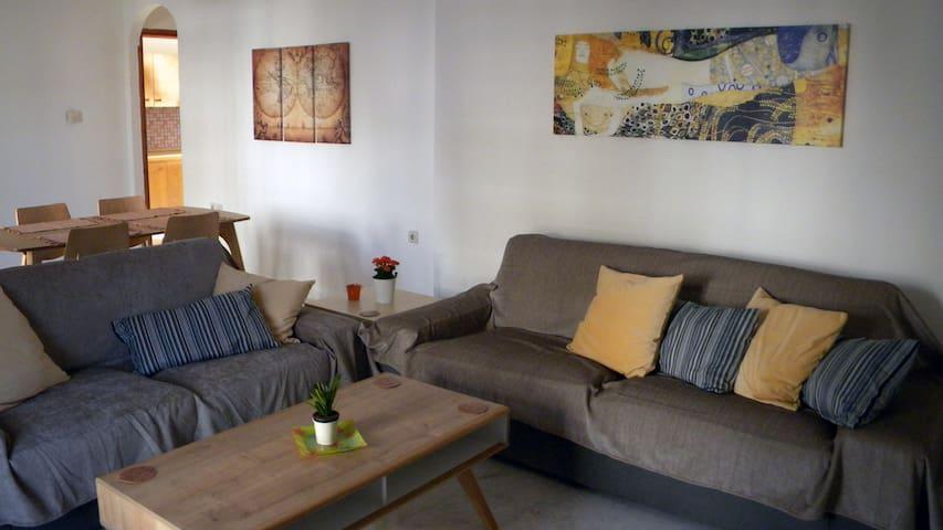 Spacious cozy apartment close to the airport - Iraklio - Appartement