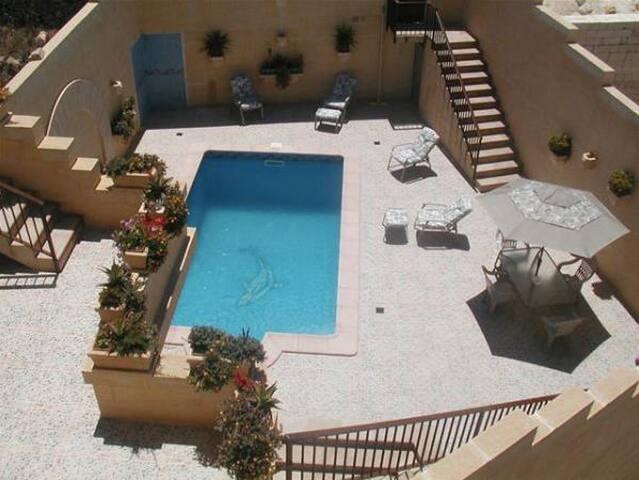 Darta Barrani avec piscine privé