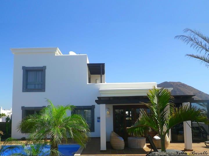 Villa 175 m2. Vue mer, Pool 29°C, Jacuzzi, TV Sat