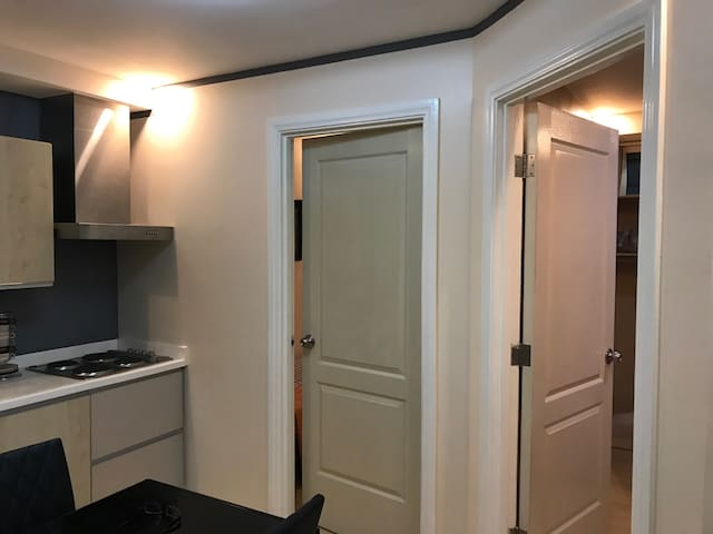Newly Renovated 2 Bedroom Flat - Mandaluyong - Appartement