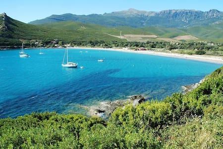 Cap Corse, à 2 min de la plage - Pietracorbara - 一軒家