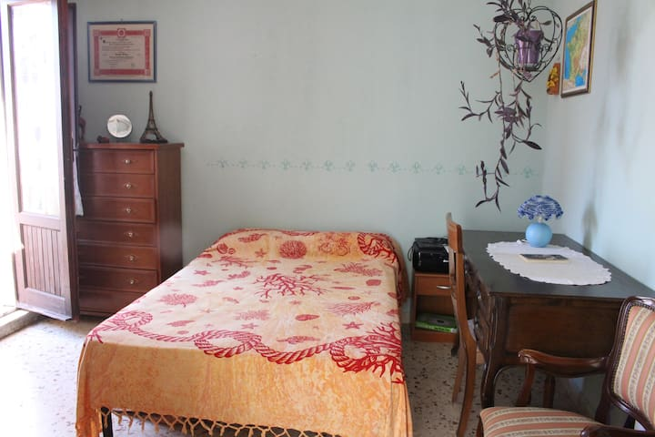 Cozy room with private bathroom and terrace - Motta Sant'Anastasia - Dom