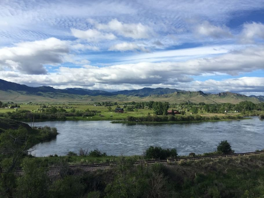 Montana missouri river fly fishing accomodation cottages for Private trout fishing in missouri