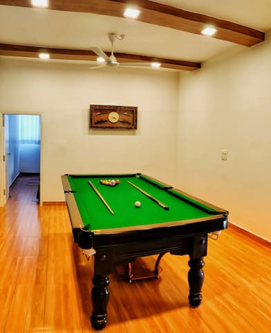 Common Pool Table