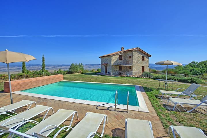 Villa Campiglia - Holiday Country Villa with swimming pool in Orcia Valley, Tuscany