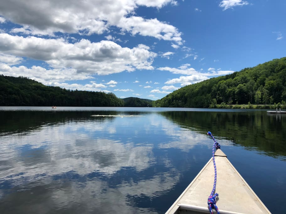 Private access to Amherst lake to canoe, paddle board & more!