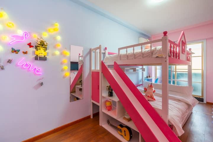 [拖板鞋]丹东火车站/客运站/鸭绿江断桥,亲子上下床(可睡3位成人),儿童房,ins网红风,氛围灯
