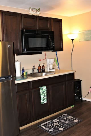 Kitchen cabinets- Studio has all new appliances