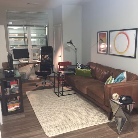 Modern Luxury Apartment near Yale
