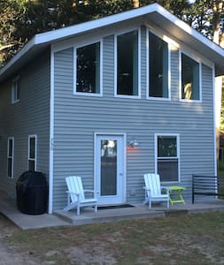 Charming Lake Cottage - Houghton Lake - Bungalo