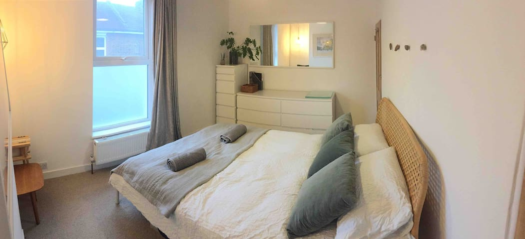 Architects' house-king size bedroom-close to beach