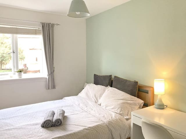 Beautiful DOUBLE room near City CentreFree Parking
