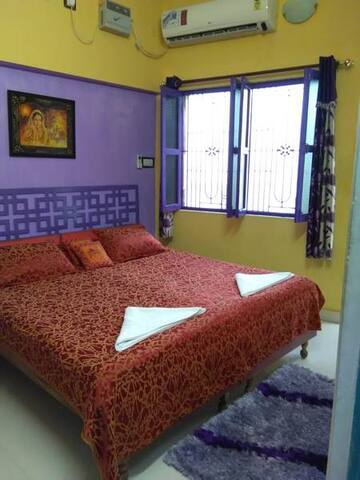 A.C Deluxe Double Bed With Balcony (107) - Varanasi - Bed & Breakfast