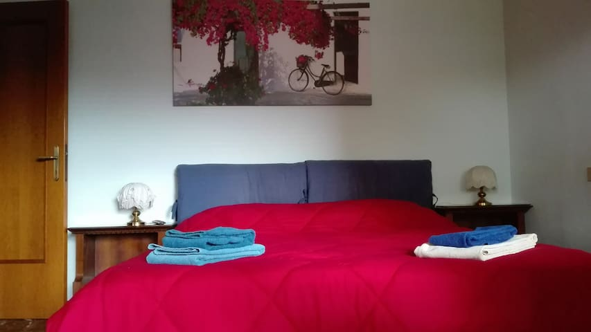 BabaSara -Camera spaziosa in zona residenziale