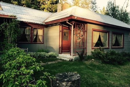Cozy Home Makes Perfect Spot To Visit Glacier Park - Columbia Falls - Ház