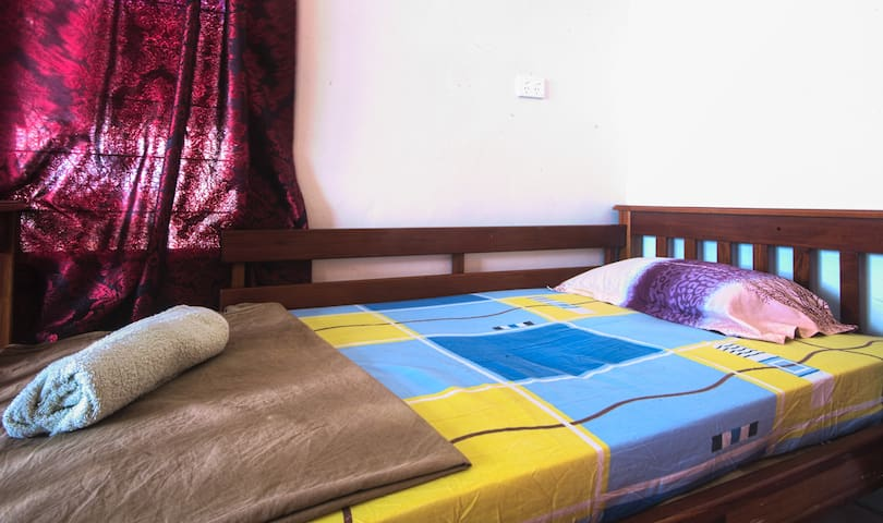 Single Bed with FREE airport Pick/Drop And Wi-Fi