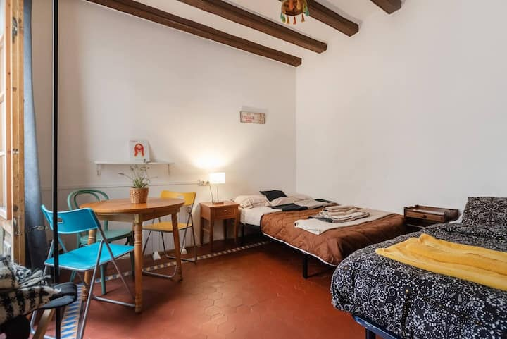 Free Breakfast-Triple Room in the ❤ of BCN