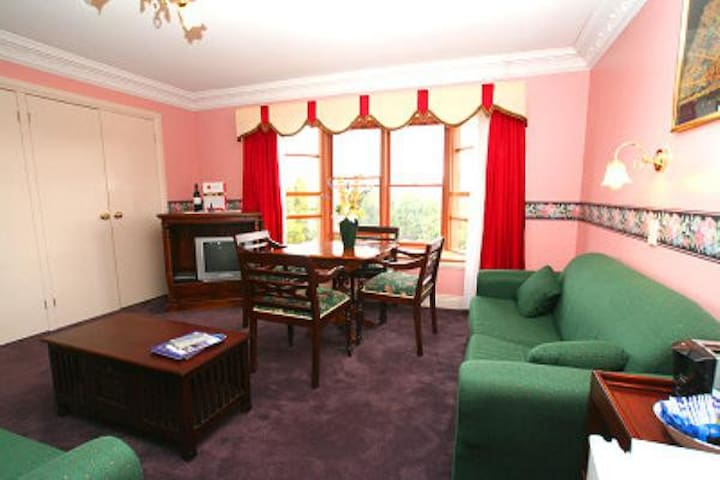 Woodburn 3 Bedroom Apartment - Richmond - Pis