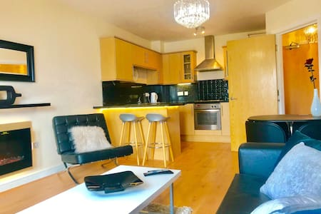 All Yours! -Stylish Serviced 2 bed(+SB) Apartment