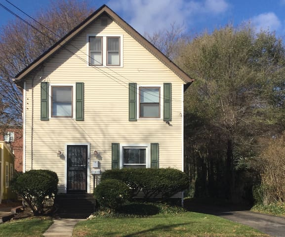 Charming/Cozy Cottage Apartment in Highland Square