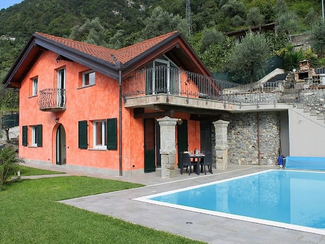 Stunning Villa with Stunning Views Across LakeComo - Colonno