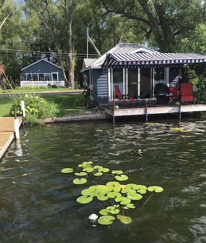 Cozy lakeview cottage with lake front dock & deck - Cassadaga - Dům