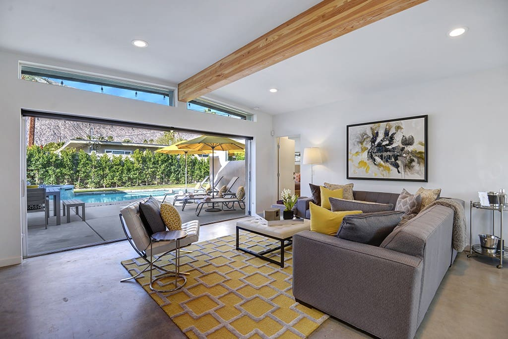 LIVING ROOM WITH MOUNTAINS AND POOL - YELLOW PALMS - PALM SPRINGS VACATION RENTAL POOL HOME